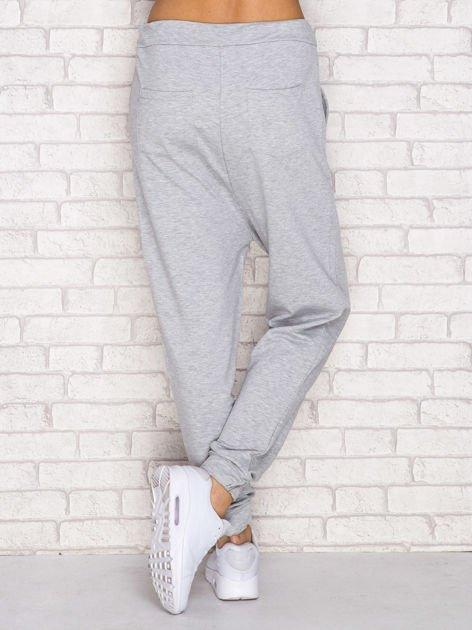 Szare spodnie dresowe z troczkami