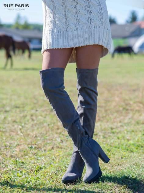 Szare zamszowe kozaki za kolano na traktorowej podeszwie                                  zdj.                                  1