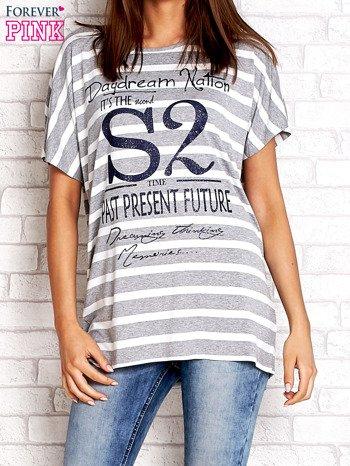 Szaro-biały t-shirt w paski z napisem DAYDREAM NATION                                  zdj.                                  1
