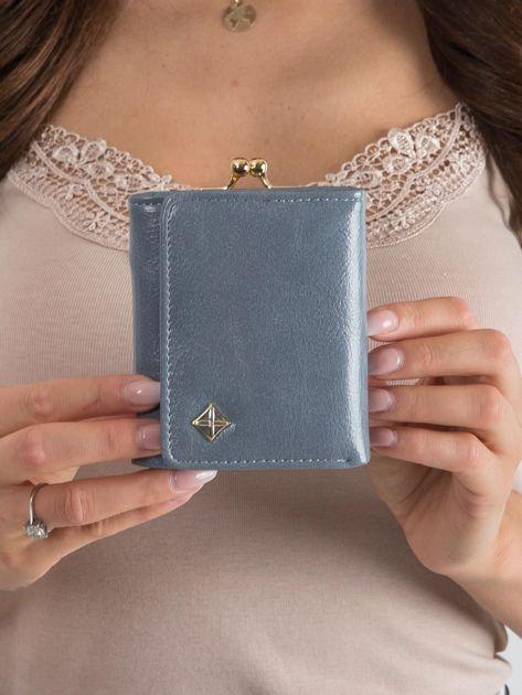 Szaro-niebieski portfel z zapięciem na bigiel