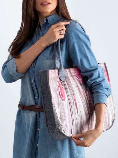 Szaro-różowa torba filcowa z nadrukiem                              zdj.                              2