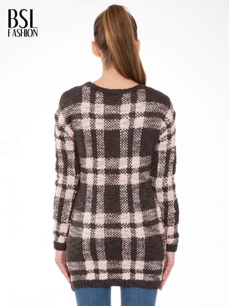 Szaro-różowy długi sweter w kratę                                  zdj.                                  4