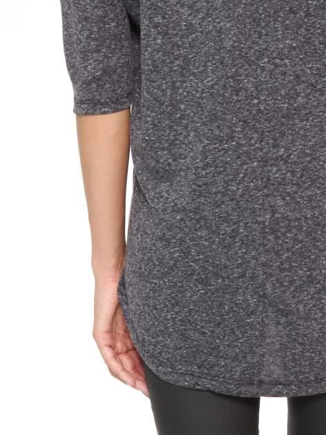Szarogranatowa bluzka oversize o obniżonej linii ramion                                  zdj.                                  10