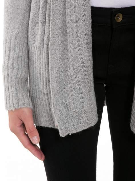 Szary ażurowy długi sweter typu kardigan                                  zdj.                                  7
