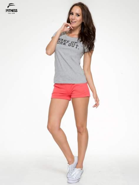 Szary bawełniany t-shirt z nadrukiem tekstowym WAKE UP WORK OUT                                  zdj.                                  5