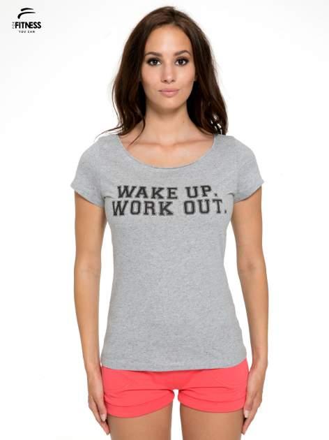 Szary bawełniany t-shirt z nadrukiem tekstowym WAKE UP WORK OUT                                  zdj.                                  1