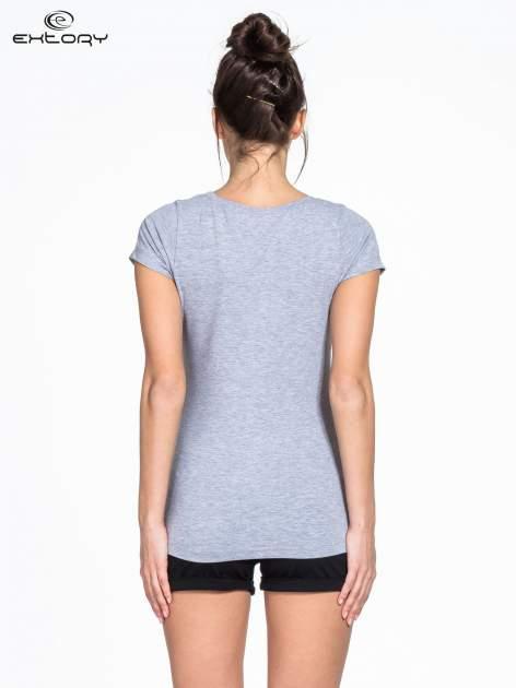 Szary damski t-shirt sportowy basic PLUS SIZE                                  zdj.                                  3