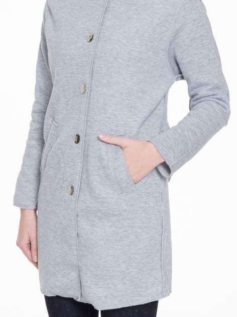 Szary dresowy płaszcz o kroju oversize                                  zdj.                                  6