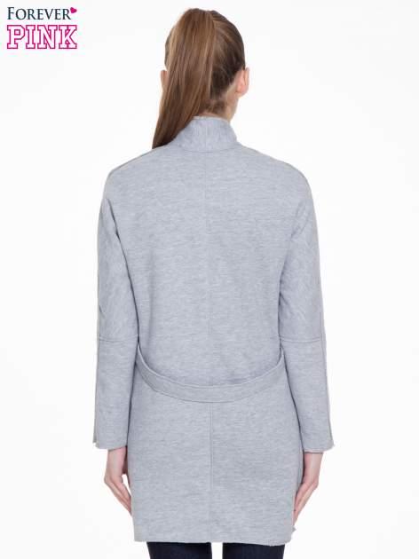 Szary dresowy płaszcz o kroju oversize                                  zdj.                                  4
