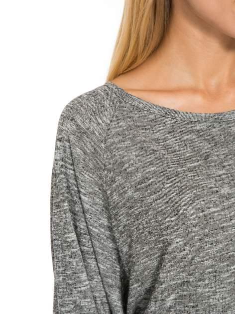 Szary melanżowy sweter z nietoperzowymi rękawami                                  zdj.                                  6