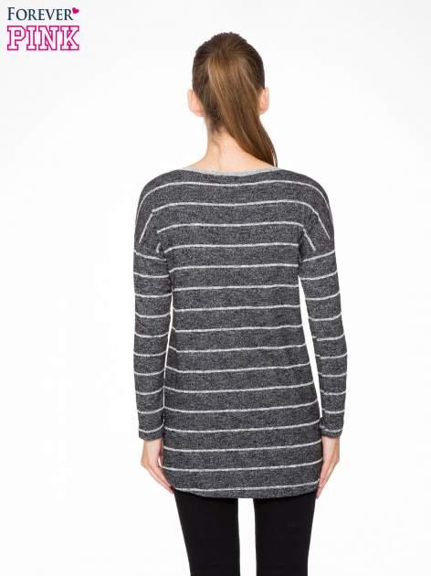 Szary melanżowy sweter z pasiastym tyłem i rękawami                                  zdj.                                  4