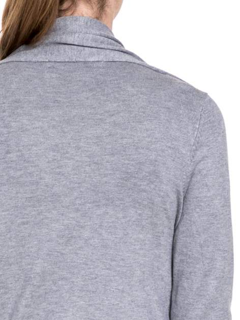 Szary sweter narzutka z kaskadowymi bokami                                  zdj.                                  7