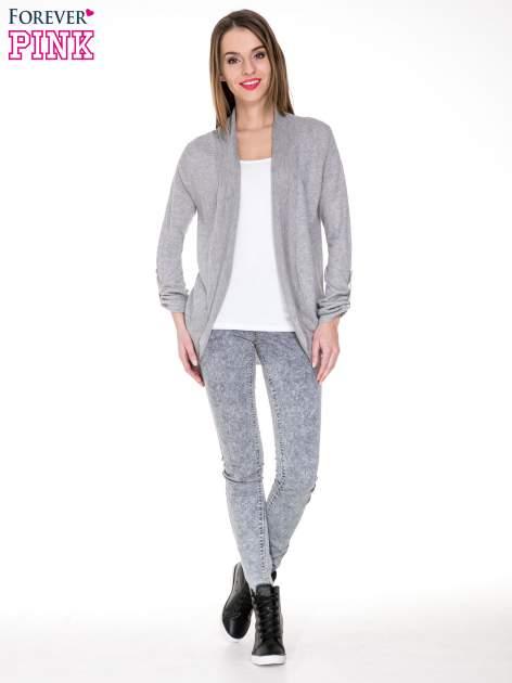 Szary sweter narzutka z wywijanymi rękawami                                  zdj.                                  2
