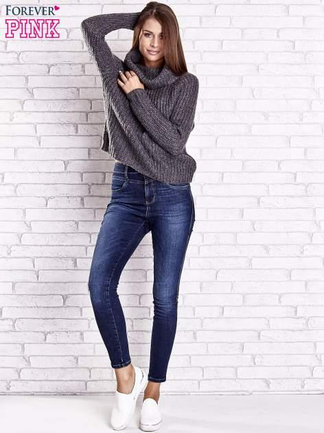Szary sweter oversize z luźnym golfem                                  zdj.                                  3