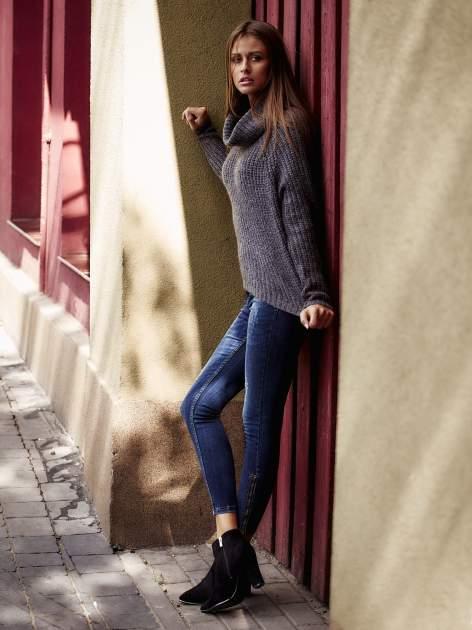 Szary sweter oversize z luźnym golfem                                  zdj.                                  8