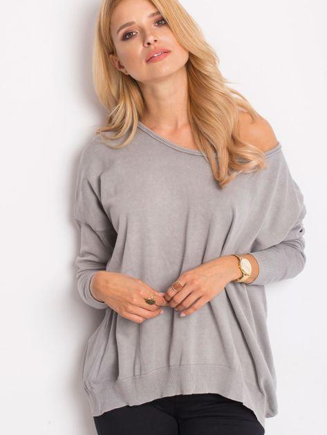 Szary sweter z guzikami z tyłu                              zdj.                              1