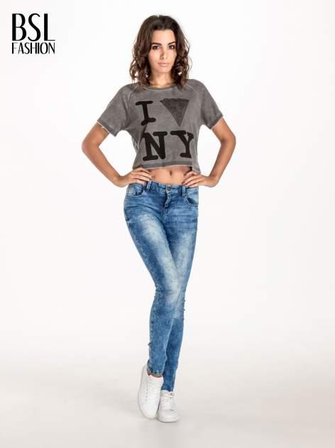 Szary t-shirt cropped z motywem pizzy                                  zdj.                                  4