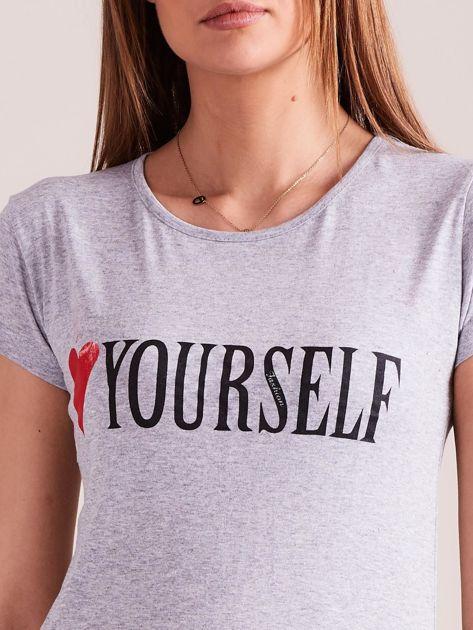 Szary t-shirt damski z nadrukiem                              zdj.                              7