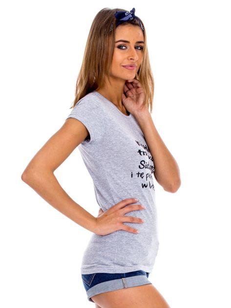 Szary t-shirt damski z napisem                              zdj.                              3
