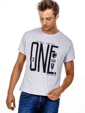 Szary t-shirt męski z nadrukiem i napisem ONE                                  zdj.                                  1