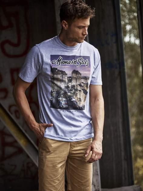 Szary t-shirt męski ze zdjęciem miasta