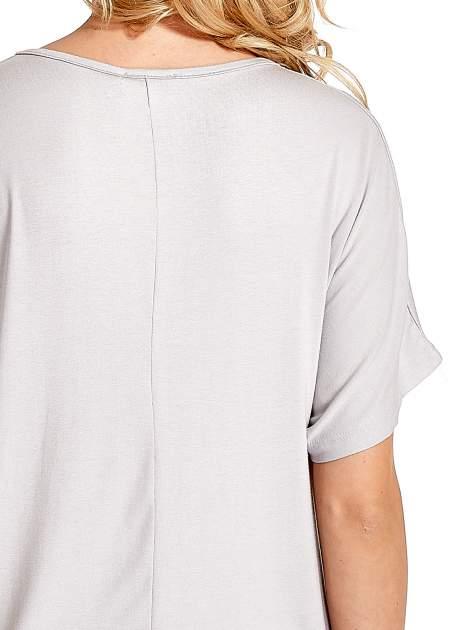 Szary t-shirt z biżuteryjnym napisem LOVE                                  zdj.                                  6