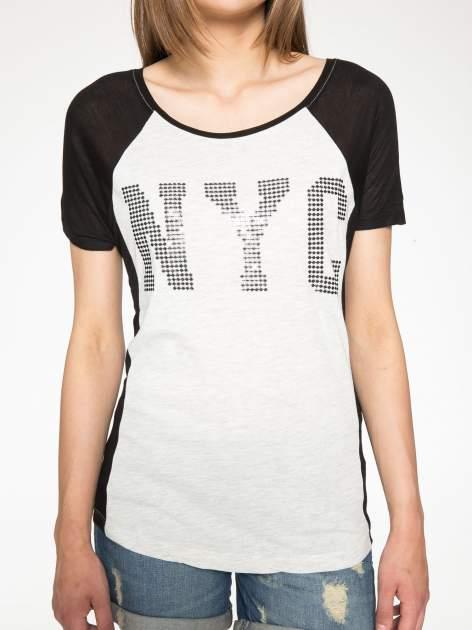 Szary t-shirt z błyszczącym nadrukiem NYC                                  zdj.                                  7
