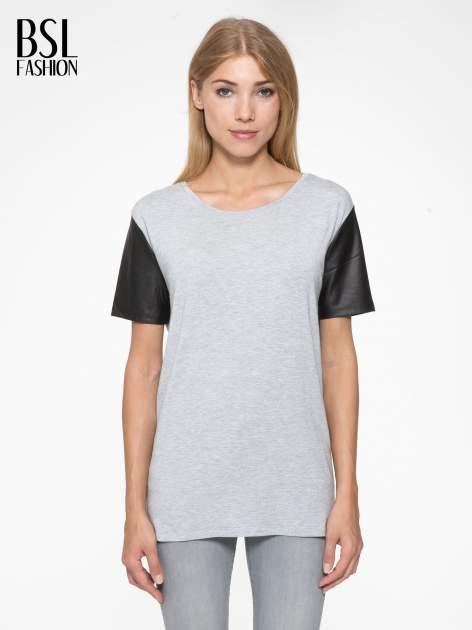 Szary t-shirt z czarnymi skórzanymi rękawami                                  zdj.                                  1