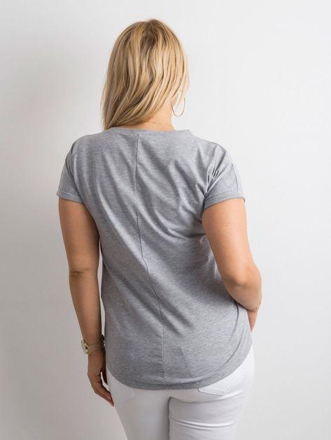 Szary t-shirt z nadrukiem PLUS SIZE                              zdj.                              2
