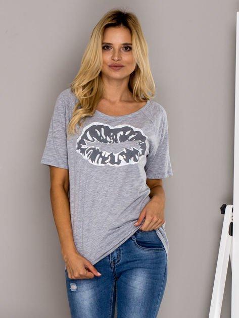 Szary t-shirt z nadrukiem ust                                  zdj.                                  1
