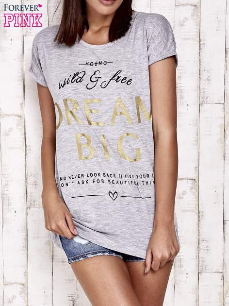Szary t-shirt z napisem DREAM BIG