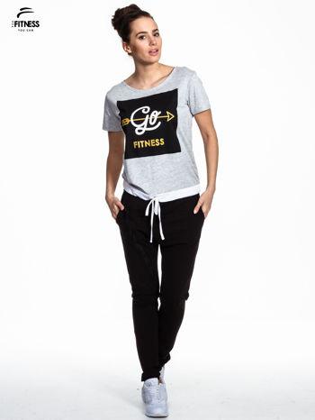 Szary t-shirt z napisem GO FITNESS                                  zdj.                                  2
