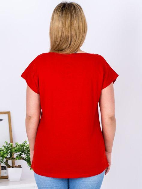 T-shirt czerwony z nadrukiem PLUS SIZE                              zdj.                              2