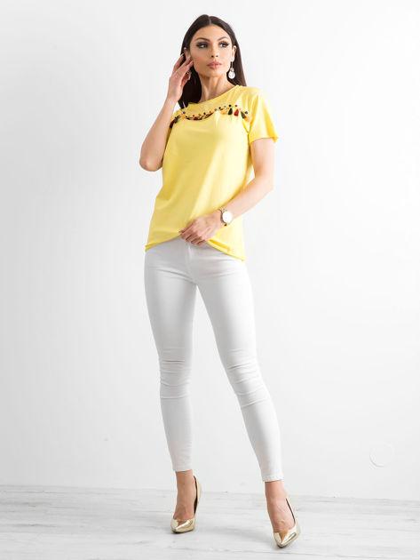 T-shirt damski z kolorowymi pomponikami żółty                              zdj.                              4