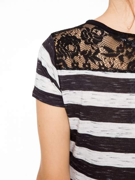 T-shirt w biało-czarne paski z koronkowymi wstawkami                                  zdj.                                  8
