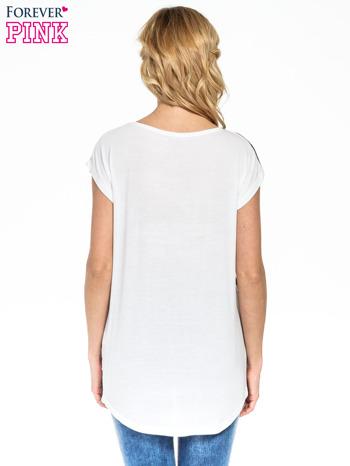 T-shirt w biało-granatowe paski                                  zdj.                                  4