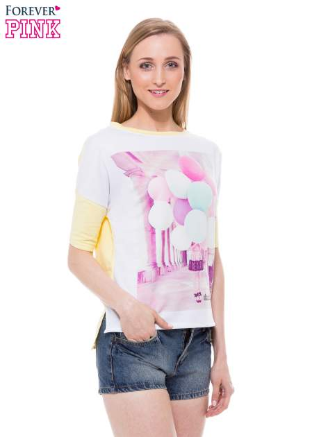 T-shirt z nadrukiem i dłuższym tyłem w żółtym kolorze                                  zdj.                                  1