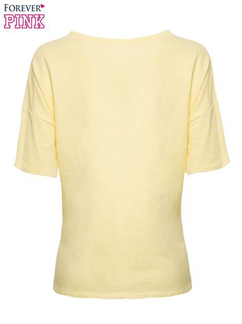 T-shirt z nadrukiem i dłuższym tyłem w żółtym kolorze                                  zdj.                                  6