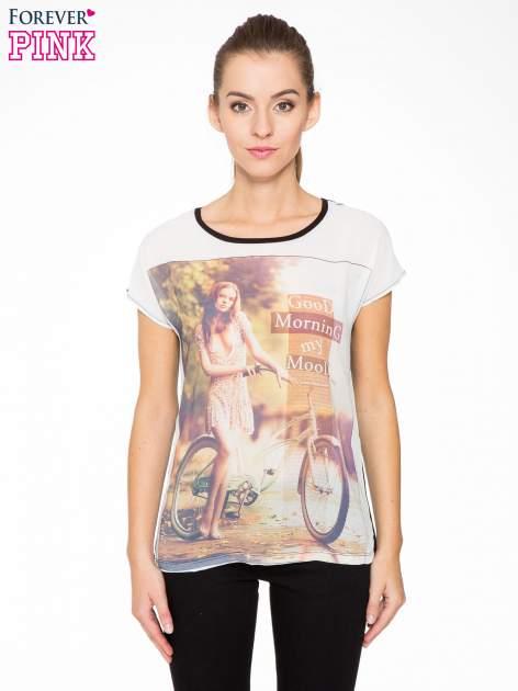 T-shirt z nadrukiem w stylu retro i czarnym tyłem                                  zdj.                                  1