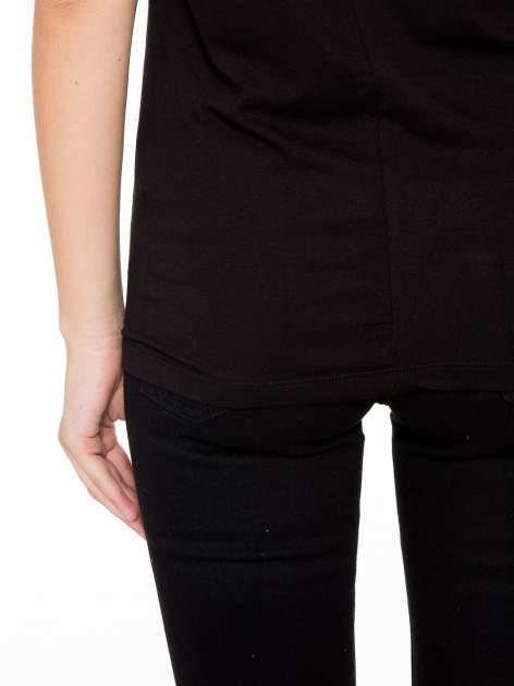 T-shirt z nadrukiem w stylu retro i czarnym tyłem                                  zdj.                                  9