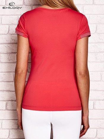 T-shirt z pasiastym wykończeniem koralowy