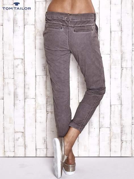 TOM TAILOR Ciemnoszare spodnie chinosy z troczkiem                                  zdj.                                  2