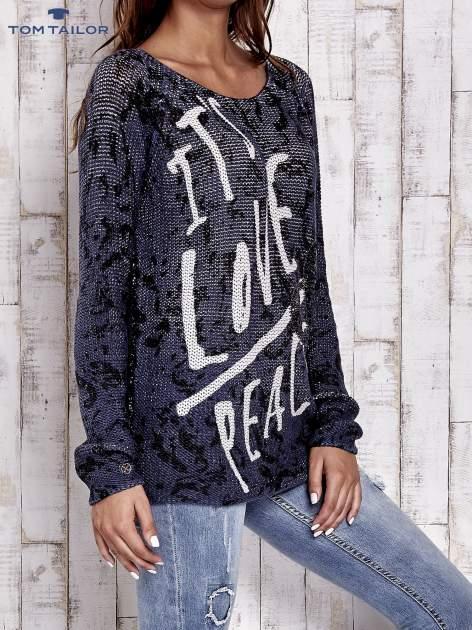 TOM TAILOR Granatowy sweter z literowym nadrukiem i cekinami                                  zdj.                                  3