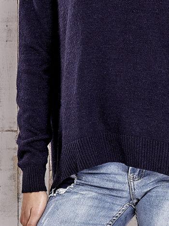 TOM TAILOR Granatowy sweter z materiałową wstawką z tyłu                                  zdj.                                  5