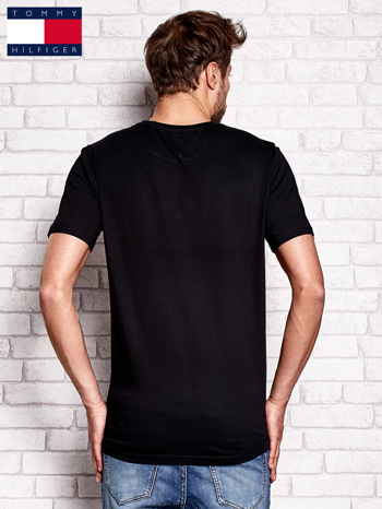 TOMMY HILFIGER Czarny t-shirt męski z napisem N.Y.C                                  zdj.                                  3