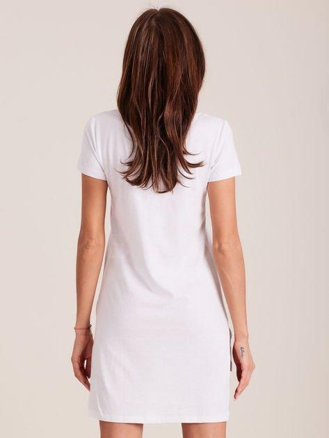 Biała koszula nocna z dłuższym tyłem                              zdj.                              2
