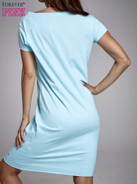 Turkusowa sukienka dresowa z napisem BLACKED                                  zdj.                                  4