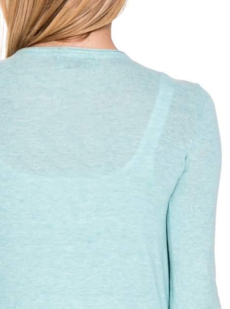Turkusowy sweterek kardigan o kaskadowym fasonie                                  zdj.                                  6