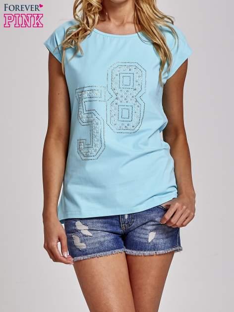 Turkusowy t-shirt z numerem 58 z dżetów                                  zdj.                                  1