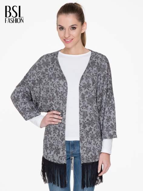 Żakardowy otwarty sweter narzutka o kroju kimona z frędzlami                                  zdj.                                  1